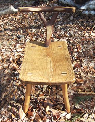 八ヶ岳の手作り木製品【背もたれつき椅子】作品No.001